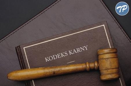 Akt oskarżenia w sprawie oszustw popełnianych metodą na policjanta.