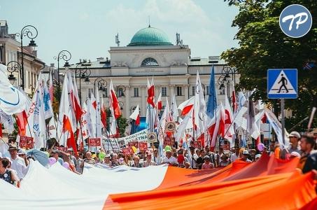 Tysiące osób na Marszach dla Życia i Rodziny w całej Polsce.