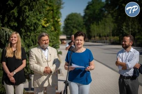 Warszawa. Główna aleja warszawskiego zoo wyremontowana.