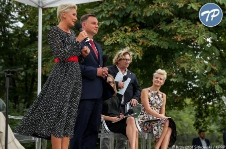 Para Prezydencka czytała Przedwiośnie z aktorami w Skolimowie.