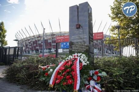 Wieniec od Prezydenta przy pomniku upamiętniającym Ryszarda Siwca.