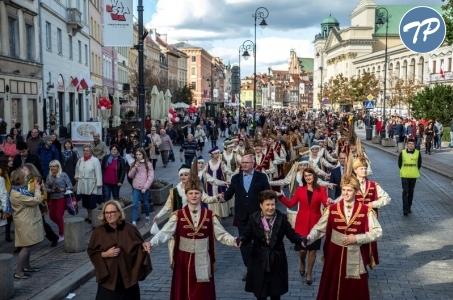 Warszawiacy zatańczyli poloneza na Trakcie.